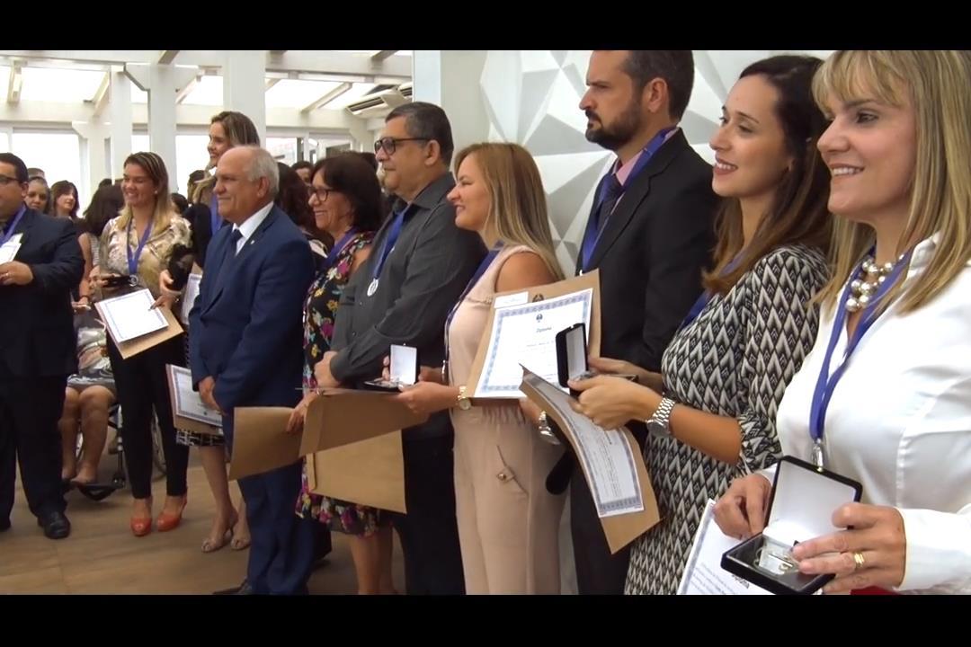 Otávio Praxedes entrega Medalha do Mérito a servidores e magistrados